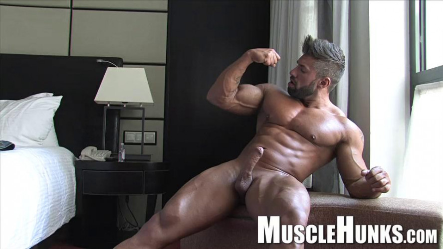 Lucas Diangelo - Getting Bigger by the Minute
